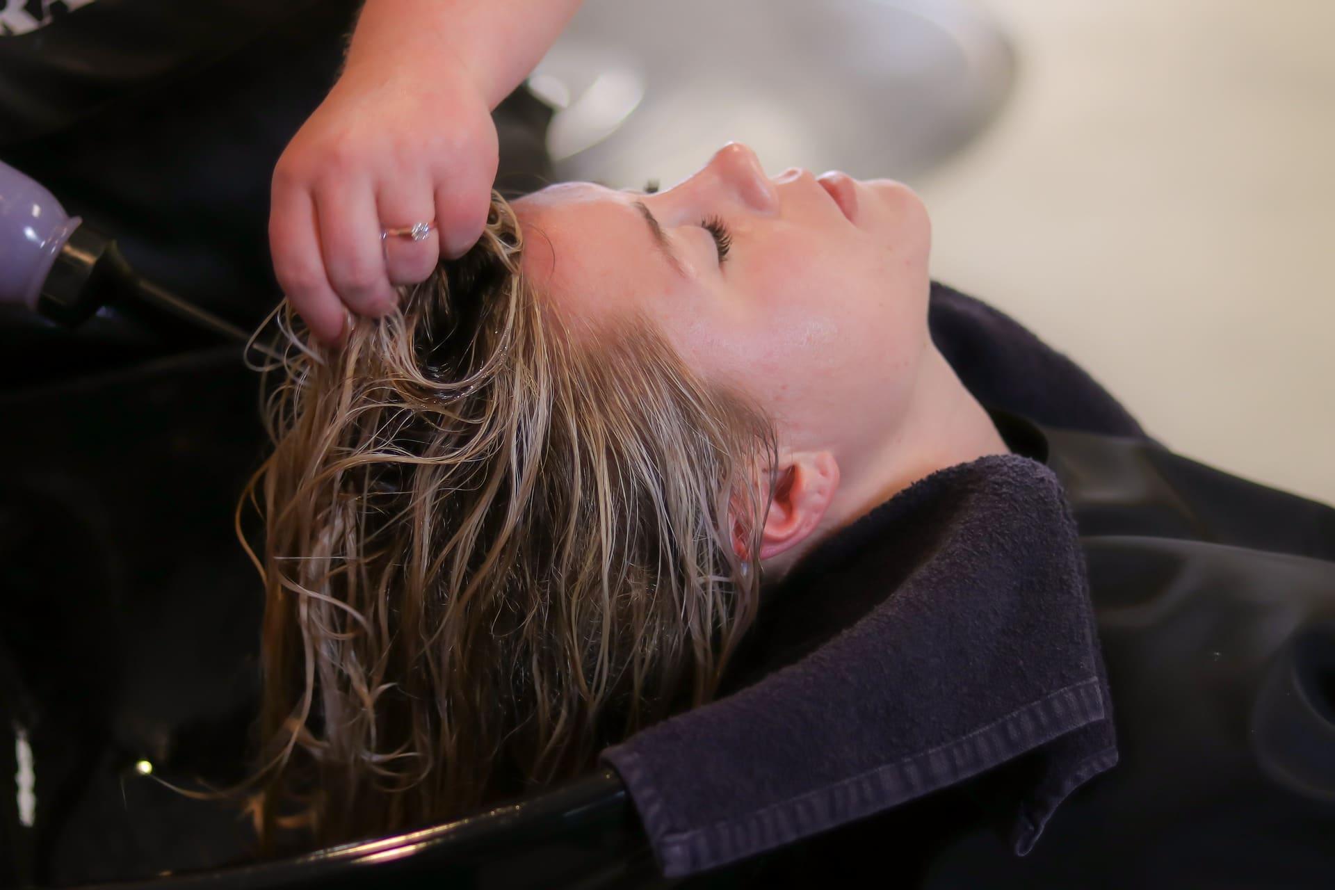 Comment laver ses extensions de cheveux ? Nos conseils.